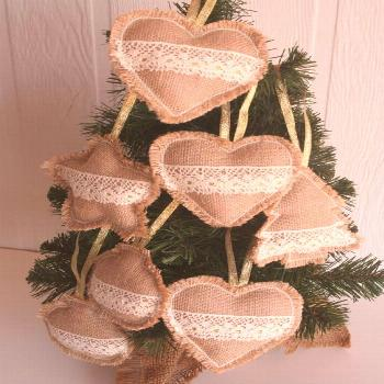 60 Burlap Christmas Decorations To Bring in that Rustic Christmas Vibe in a Jiffy - Hike n Dip